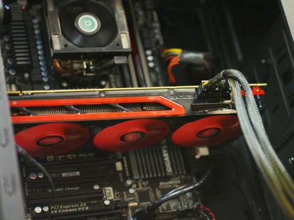 AMD-Radeon-HD-7990-Pci-Slot